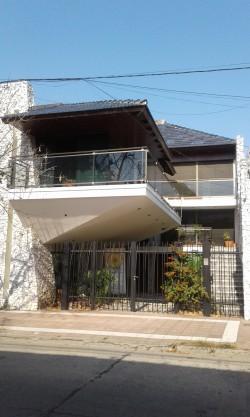 CASA CENTRO - USO COMERCIAL EXCLUSIVAMENTE (oficinas-consultorios-otros)